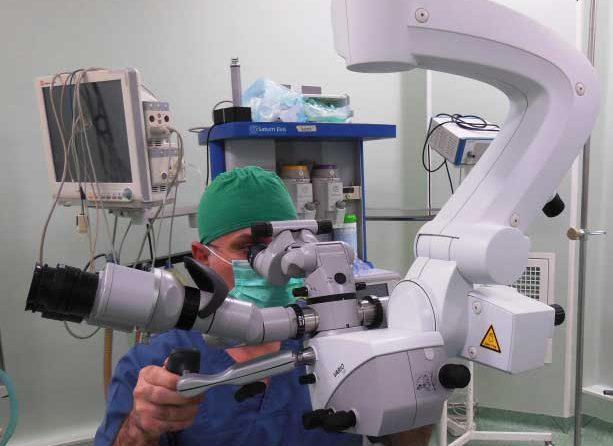 Microscop operator de ultimă generaţie pentru Secţia Clinică Neurochirurgie a SCJU