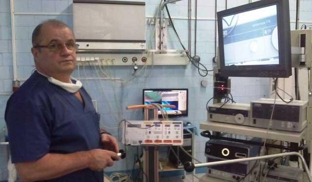 Un copil de 11 ani a fost operat laparoscopic de chist splenic de către Prof.univ.dr. Dan Sabău