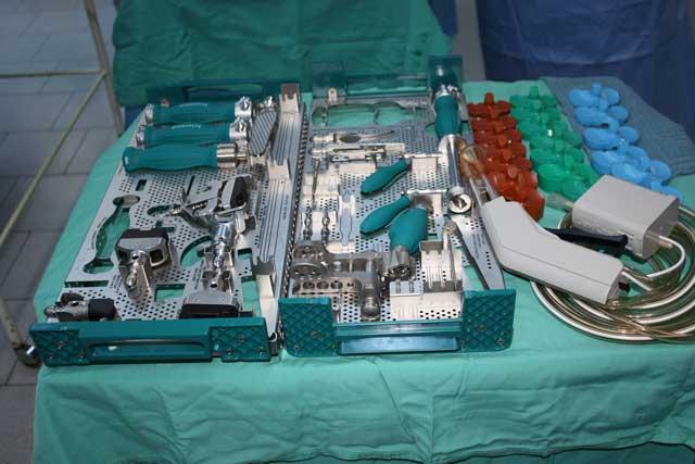 Cel mai nou model de proteză de genunchi, folosit în premieră într-un spital de stat din România, la SCJU Sibiu